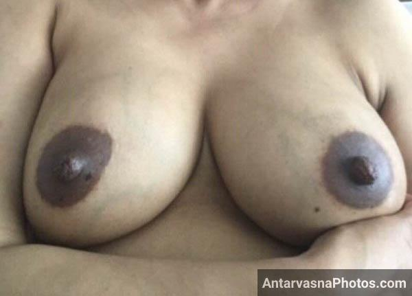 Bade boobs wali sexy Indian teacher ke boobs ke pics
