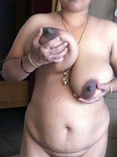 Sexy aunty ne apne boobs hilaye aur lund ko kadak kiya