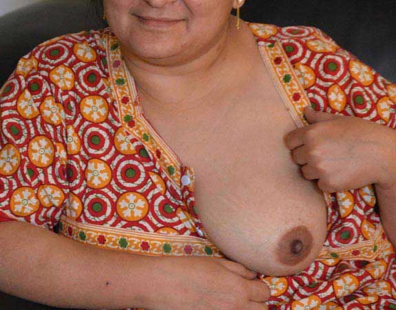 Sex y aunty ne boobs nighty se bahar nikale - Indian aunty night pics