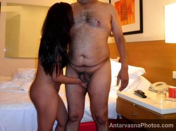 sexy house wife pati ke sath nude uske lund aur balls ko sehla rahi