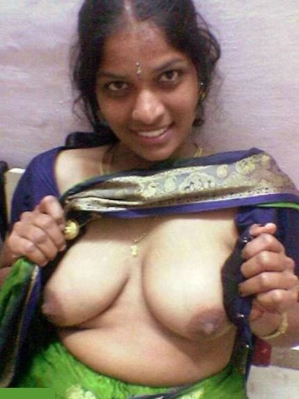 blouse khol ke apne mamme dikha rahi hai indian village bhabhi