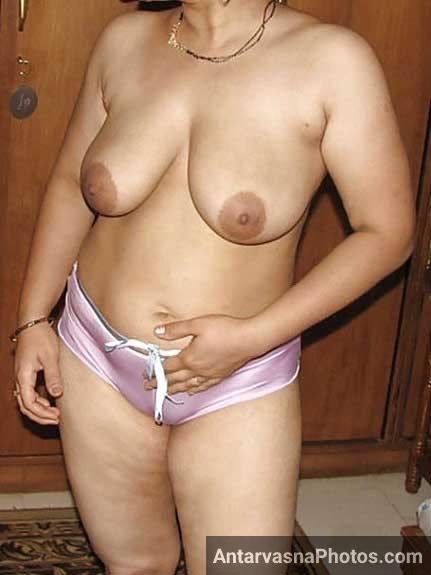 Indian hot bhabhi ne kapde khole aur boobs dikhaye