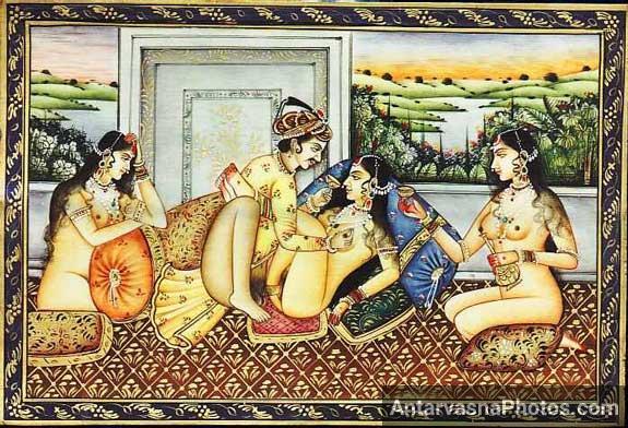 Indian raja apni rani ko dasiyo ke sath chod raha he