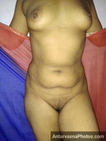 Meri randi wife ne sexy saree hata ke apni chut dikhai
