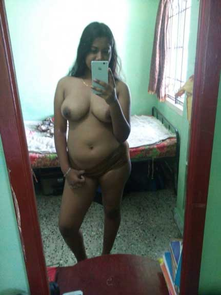 Aunty ne panties khol ke chut ki selfie li