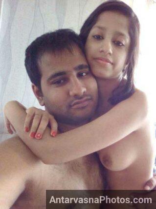 Rahul ki nude girlfriend usko godi me baithi he