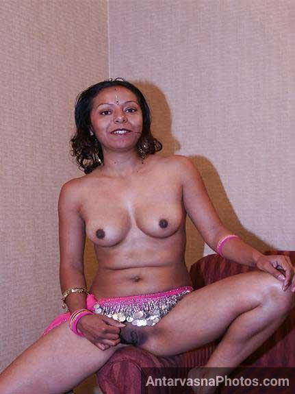 Indian aunty ki thodi jhantwali chut aur sexy chuchiya