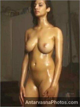 Indian girl perfect body ko dikha rahi he