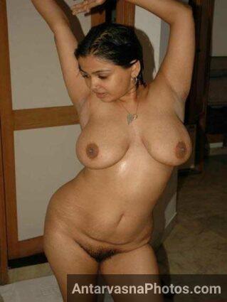 Nude Indian girl Pooja jhaantwali choot dikha rahi he