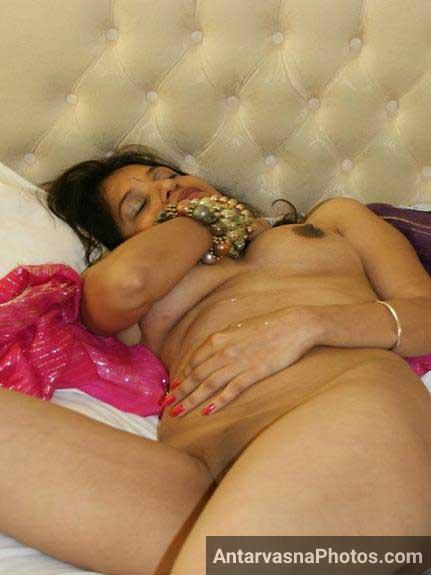 Indian saree utar ke nude pic banwai he
