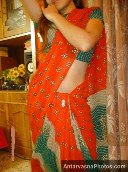 Saree me aur bhi cute lag rahi he