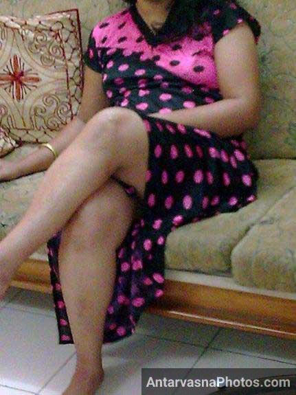Indian aunty ki lovely tange loda khada kar rahi he