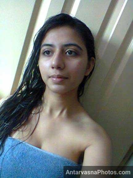 Indian girl shower ke bad selfie le rahi he