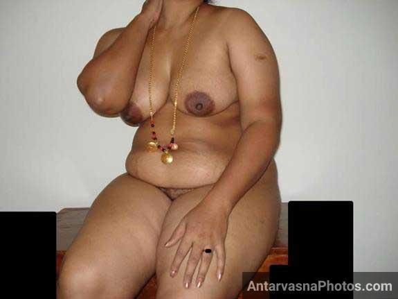 moti Indian aunty nanga badan dikha rahi he