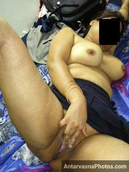 Sexy Indian aunty geli chut dikha rahi he