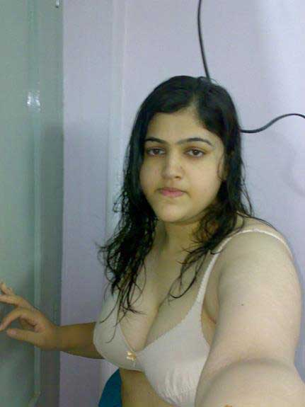 hot Indian Rehana selfie le rahi he