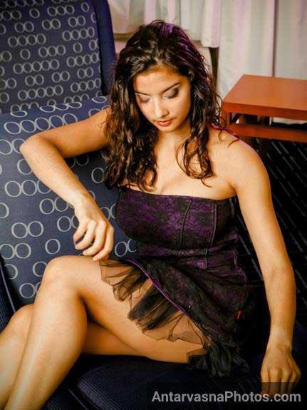 Nude Indian girl ka sexy side pose