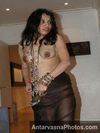 nude pics dikha ke hot kar rahi he