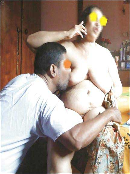 pati big wife ke bade boobs chus raha he
