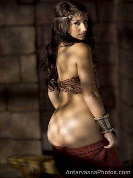 Nude Indian girl ke kanvari gaand ka photo