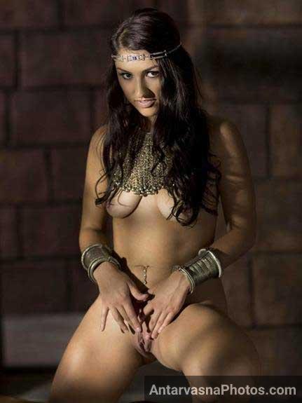 Nude Indian girl ki pink tight chut ka photo