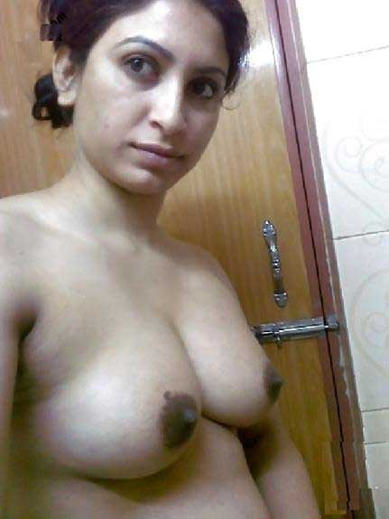 Hot Indian aunty ko boobs ki selfie share karne ka saukh