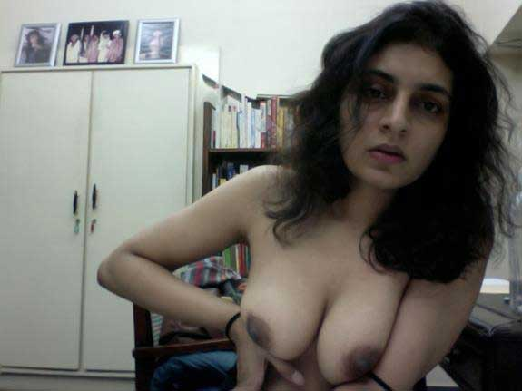 Indian cam girl live boobs dikha rahi he