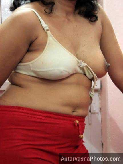 bhabhi ka sexy boobs dekhe