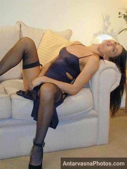ladnude indian girl ki sofa par bold pics