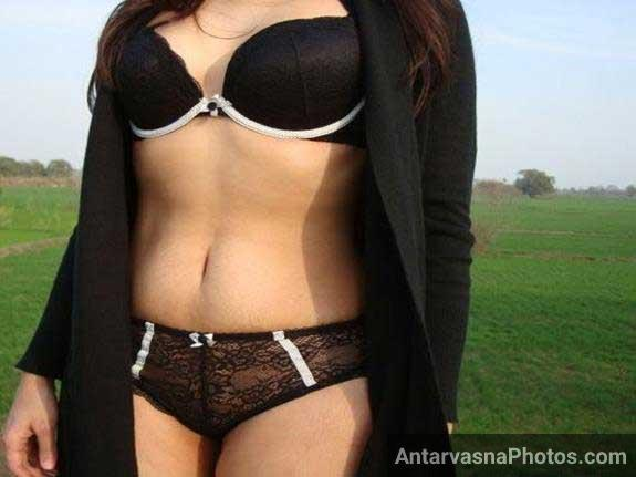 Indian girl ki outdoor pic