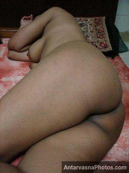 Nude Pakistani babe ki big ass pic