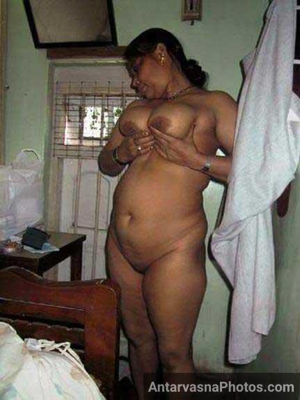 Bi Indian boobs dikha rahi he