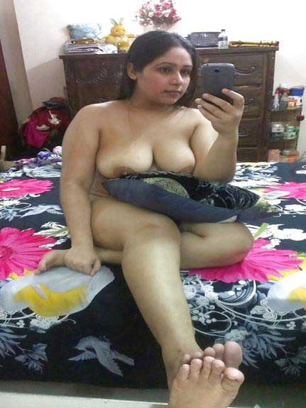gandi selfie me desi bade boobs dikha rahi he