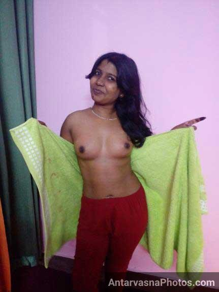 Nude Indian wife husband ko boobs dikha rahi he