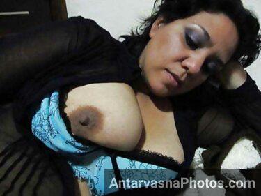 Big boobs dikha ke widow aunty lund mang rahi he