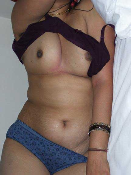 Hot Indian babe Mona ki nude pic