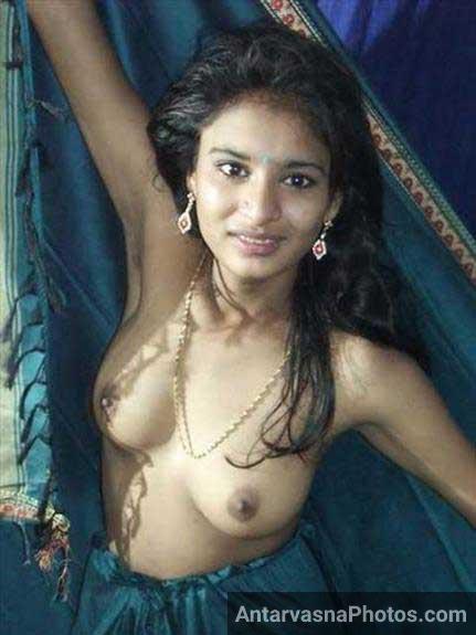 sexy style me boobs dikha rahi he