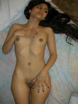 Porn photos me shaved chut dikha rahi he