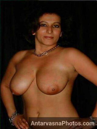 Big Indian boobs photo dikha rahi he