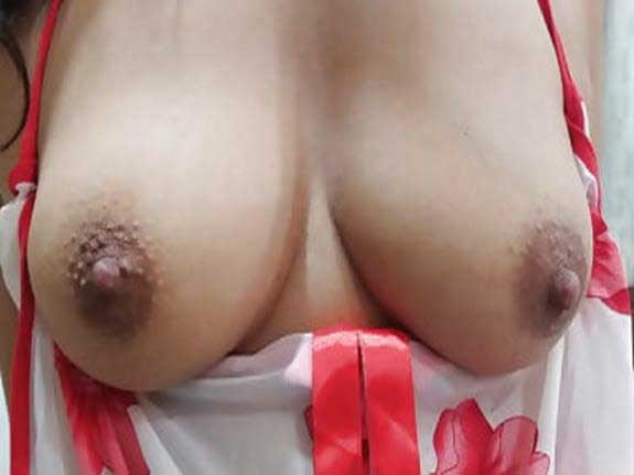 Big Indian boobs show kar rahi he