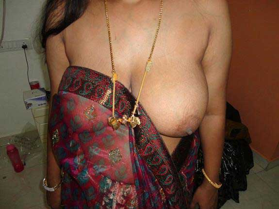 Nude Indian wife ke boobs ka photo