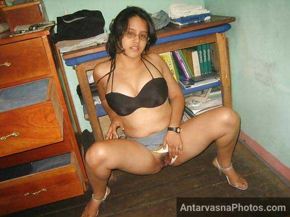 Nude photos me Priya ki tight chut dekhe