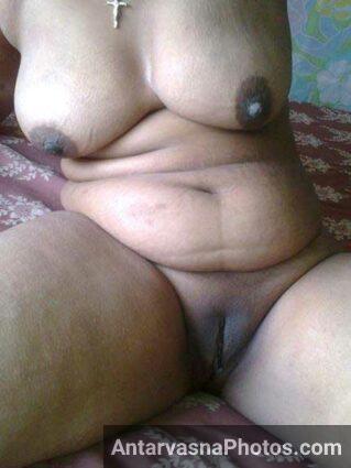 Big boobs Indian wife ki shaved chut