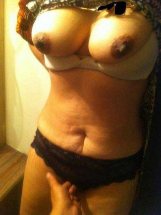 Big Indian boobs dikha ke hot kiya