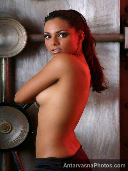 decent bollywood star Bipasha ke nude images
