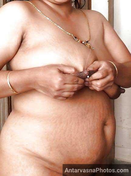 big milky boobs dikha rahi he