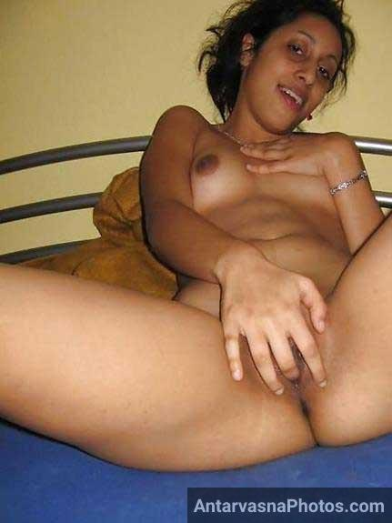 nude Indian girl ki geli chut