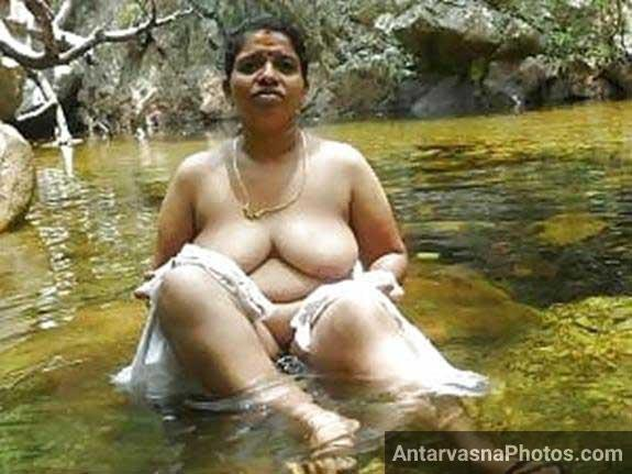 hot Indian chut ko pani me s