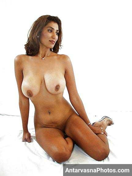 hot Indian girl ke bade mumme