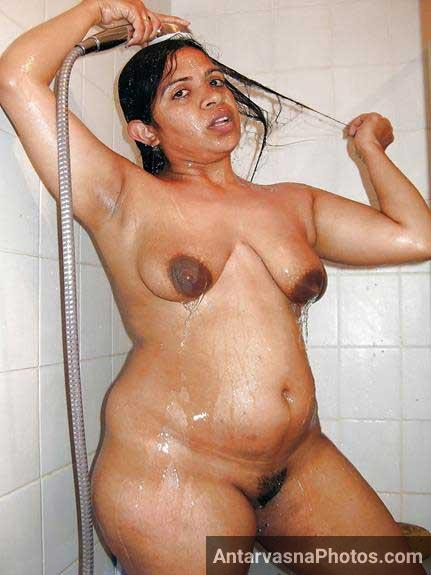 nude indian aunty hot shower photo